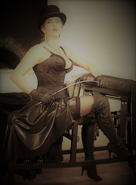 Riding-Mistress-with-whipping
